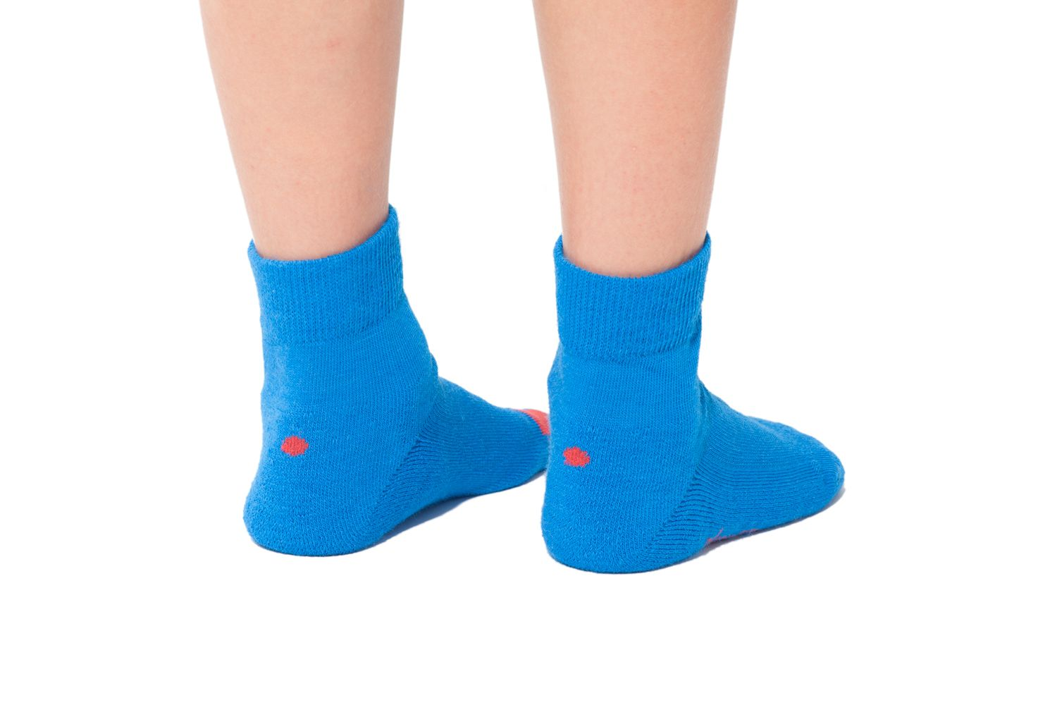 plus12socks Socken blau an Kinderfüssen Hinteransicht